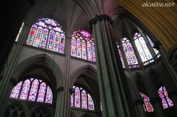 サン・ジュリアン大聖堂-内部ステンドグラス